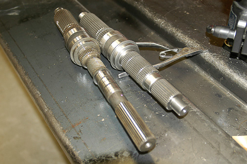 Comparison of output shafts: stock and SYE.