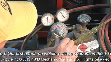 Setting correct gas pressures for oxy-acetylene welding, cutting, brazing and heating.