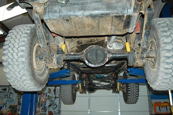 Front to rear view of Jeep ladder from with leaf springs and beam axles.