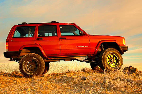 Profile of an XJ Cherokee with six-inch, long arm suspension lift.