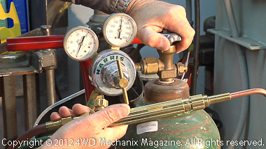 Setting oxygen-acetylene gas pressures
