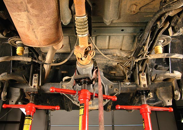 Three stand support for rear axle.