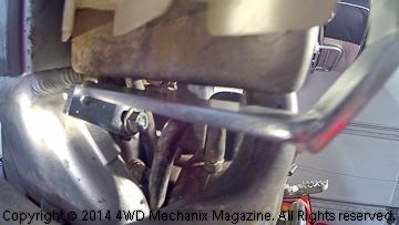 Gap between bracket and radiator tank