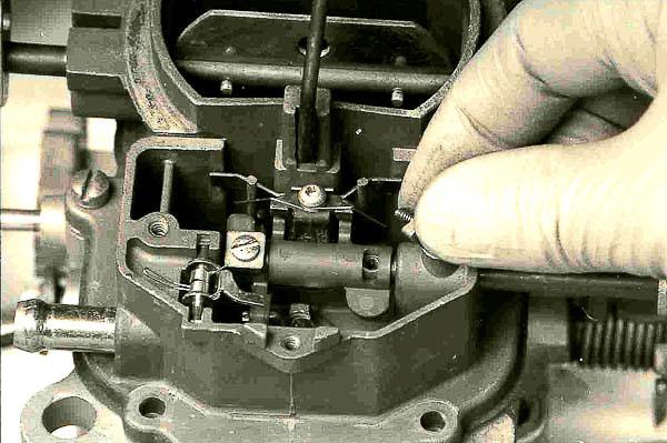 Metering rod lifter