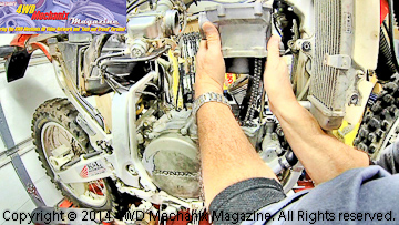 Cylinder barrel removal during upper engine rebuild