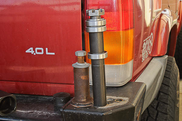 Pivot King square tubing axle for tire carriers