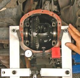 Axle spreader for servicing a Dana axle