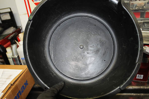 Use clean pan and tools for valve body work